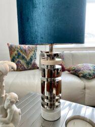 Tischlampe TUNDA Marmor, extravagante Designer Leuchte; Lampenfuss mit Marmor und edlem Lampenschirm aus Velours in petrol