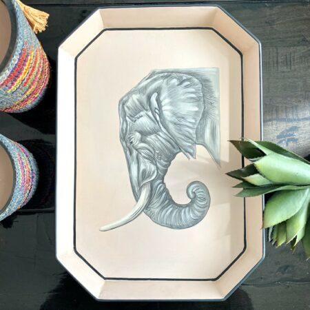 handbemaltes Tablett 'ELEFANT' aus Eisen, dekoratives Serviertablett, Göße 43x30cm von der Design-Marke Les Ottomans