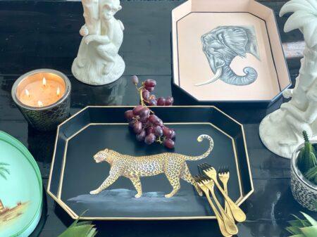 Dekoration Tabletts aus Eisen mit Tiermotiven, dekoratives Serviertablett, Göße 43x30cm von der Design-Marke Les Ottomans