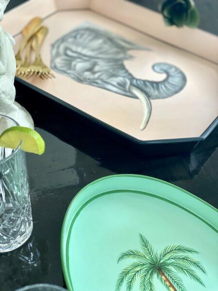 Eisentablett handbemalt, liebevolle Tabletts mit verschiedenen Motiven vom Designer Les Ottomans.