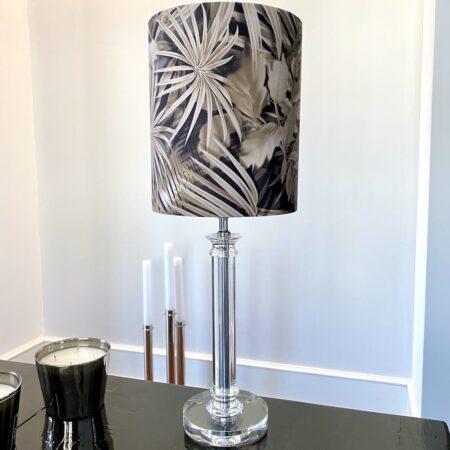 Tischlampe BORAVAN, Lampenfuss aus Glas mit besonderem Lampenschirm mit Blattmuster von Light & Living
