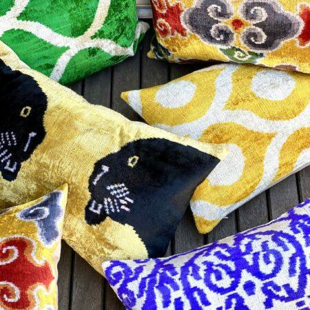 Kissen Kollektion, IKAT-Design aus Seidensamt