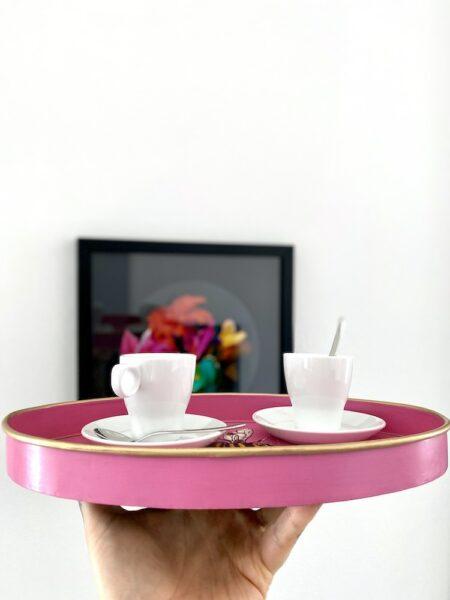 ovales Tablett BIENE, handbemaltes Eisentablett in rosa von Les Ottomans