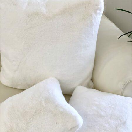 Kissen HERMELIN weiss, traumhaft schönes Zierkissen von der Luxusmarke CARMA - Webpelz von seiner schönsten Seite