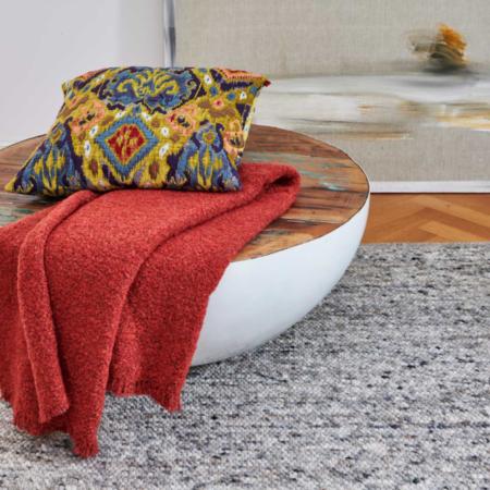 Plaid COMO rot/Koralle, luxuriöse Decke aus Wolle und Alpaka von der Marke Carma