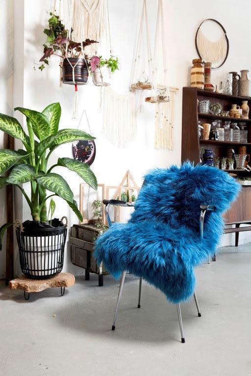 Schaffell 'ISLAND' aquablau 90x60, die Felle von der Marke Dyreskinn bestechen mit ihrer Qualität und besonderen Farben.